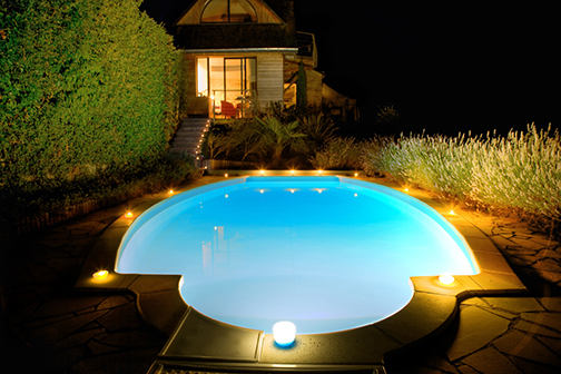 even lighting on swimming pools